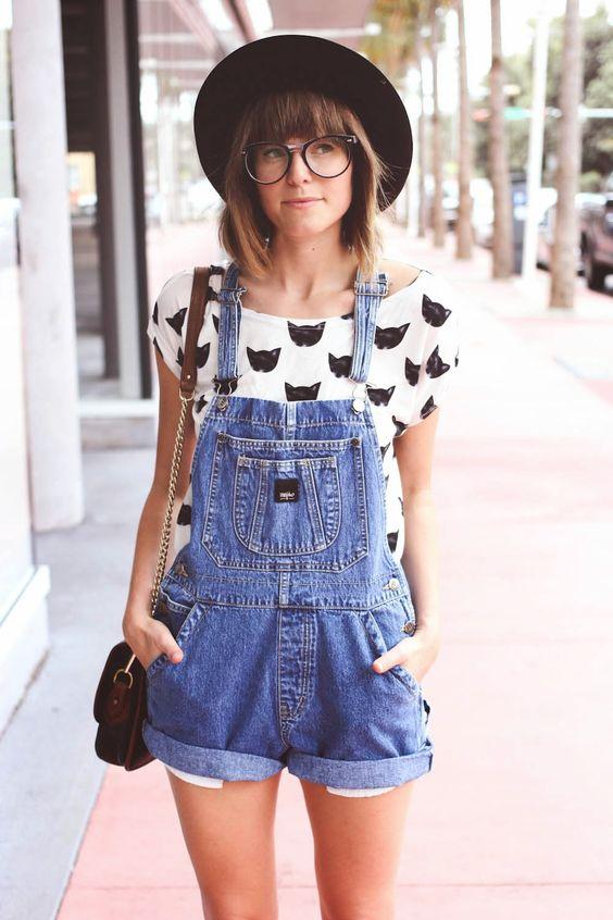 Jardineira com camisa de gatinhos - Dica Amiga